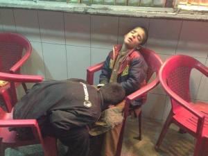 اظقال خوابیده ساعت 2 شب درشهرنو